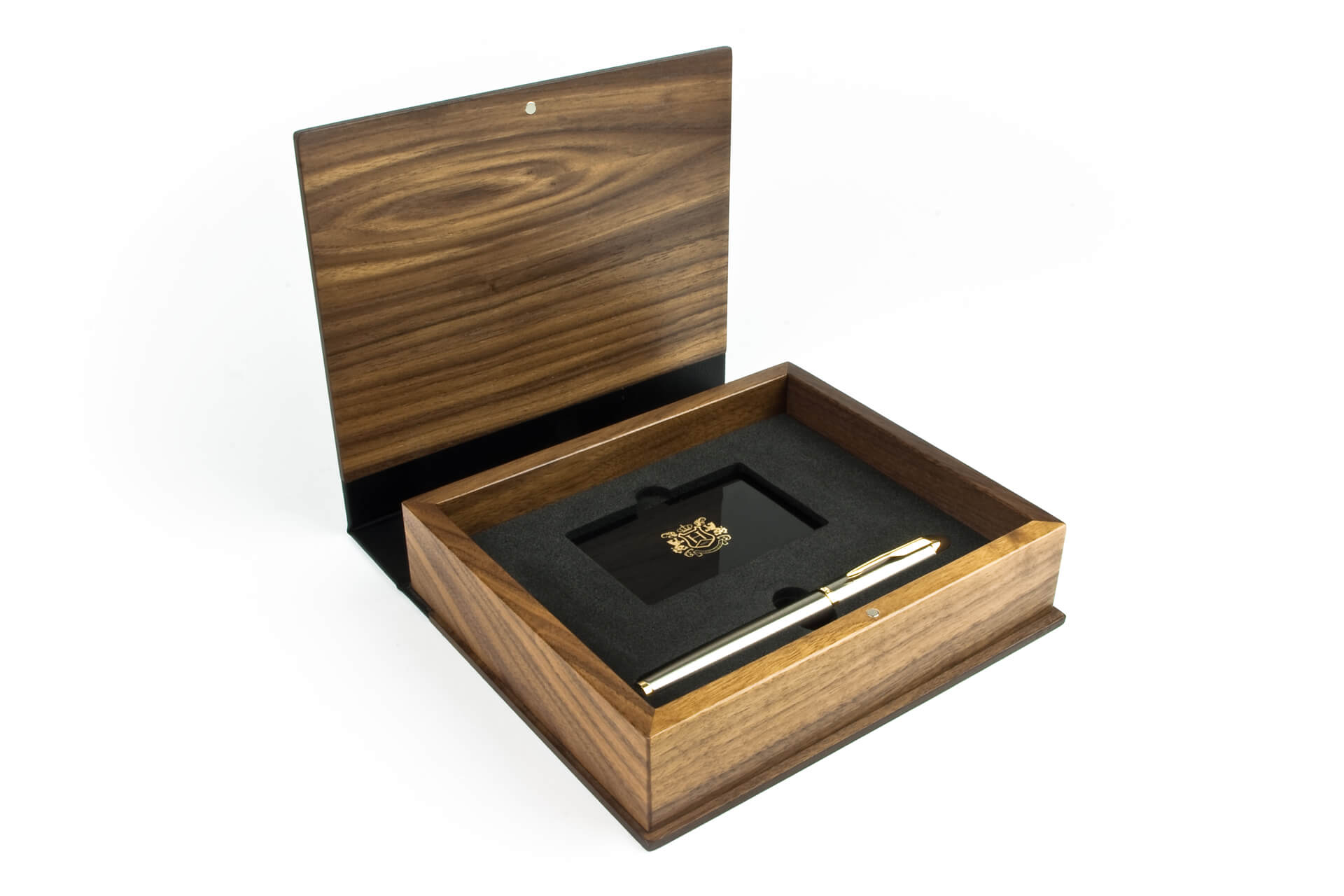 personalised wooden boxes for presentation