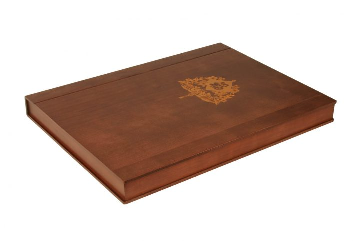 box style bespoke wooden guest room folder for hotels and presentation